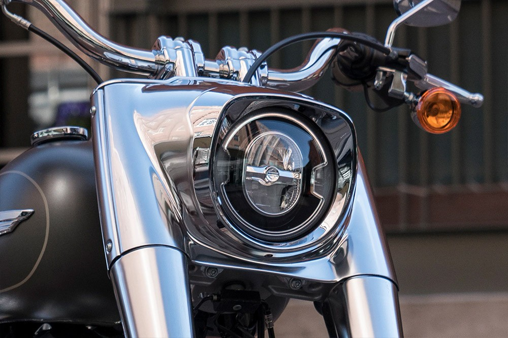 20-softail-fat-boy-114_feature4