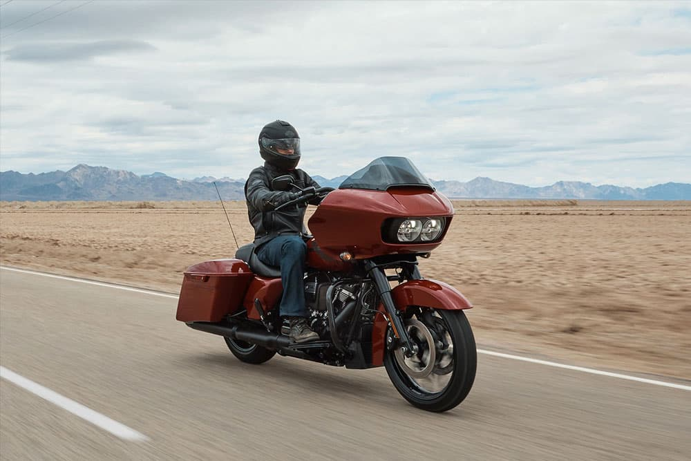 harley-davidson-touring-road-glide-special_feature1