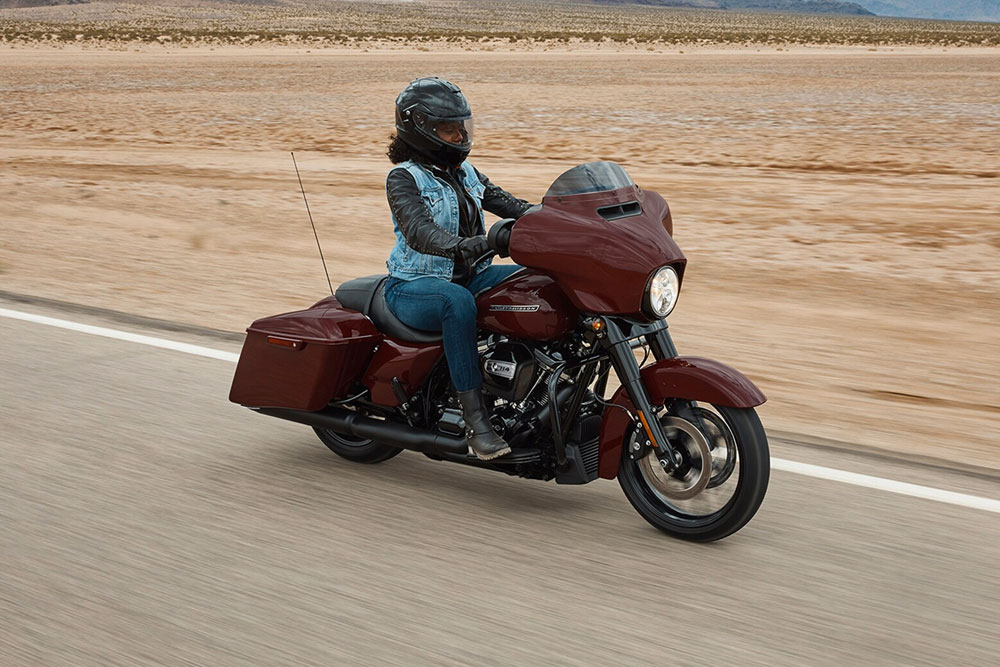 harley-davidson-touring-street-glide-special_feature1